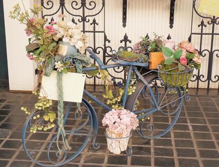 花いっぱいの自転車