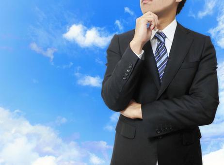 걱정거리를하는 정장 차림의 남성 푸른 하늘