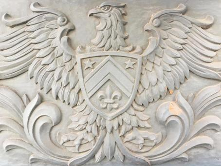 鷲の彫刻のエンブレムの背景素材_1