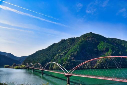 A dream bridge seen from Hanamomo no Sato