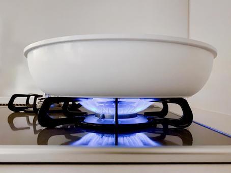 Gas stove fire (medium heat)