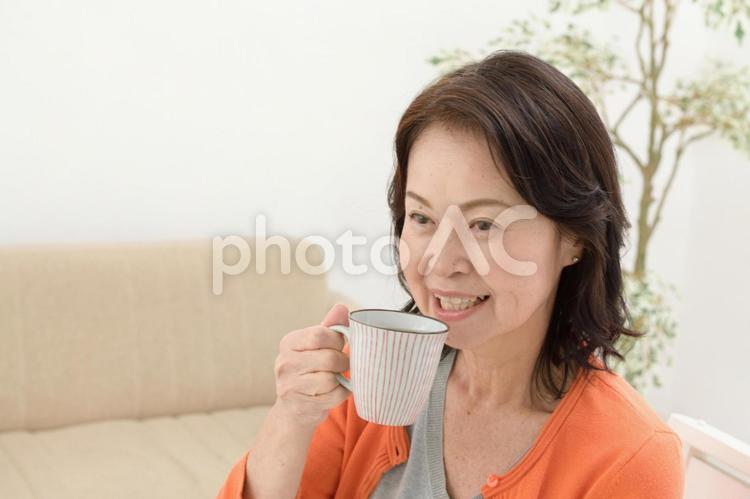 談笑するシニア女性4の写真