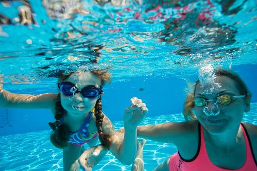 Family 5 underwater shooting