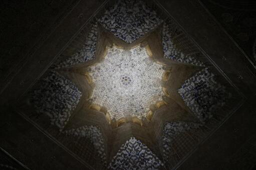 在阿爾罕布拉宮宮殿國王之間的天花板