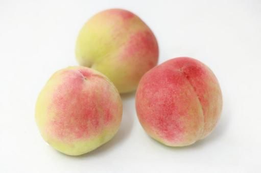 3 peaches