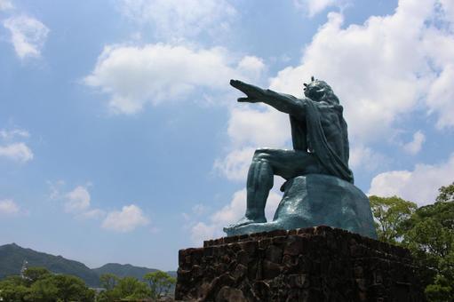 평화 기념상 뒷모습 나가사키 현 나가사키시 001