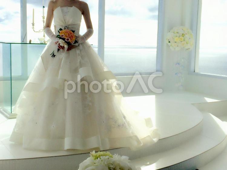 海の見えるチャペルで結婚式の写真
