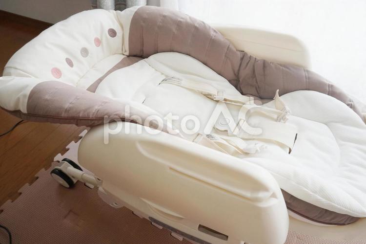 赤ちゃん用の電動バウンサー(ハイローラック)の写真