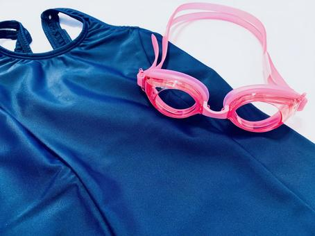 Swimsuit and goggles