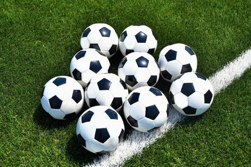 10 soccer balls
