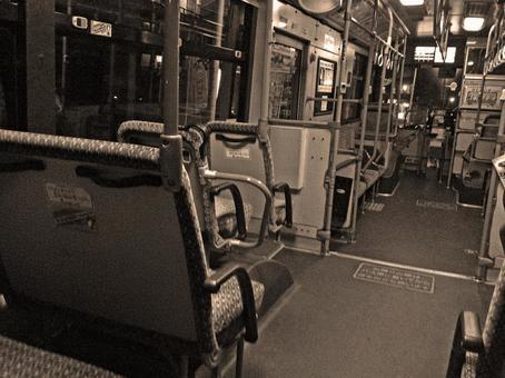 深夜巴士孤独
