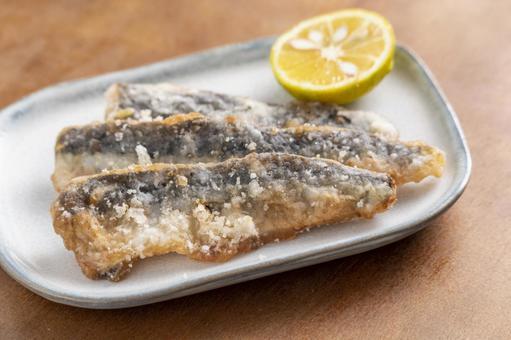 Deep-fried sardines 3