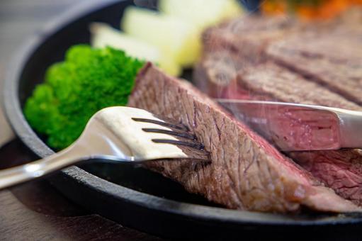 Eat beef steak