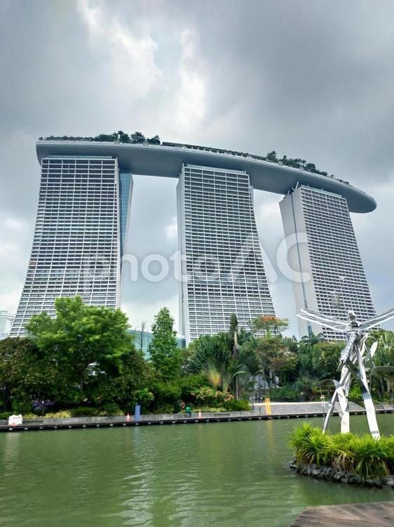 シンガポール ガーデンズバイザベイからの眺め マリーナベイサンズの写真