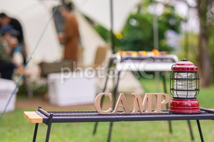 ランタンとキャンプの写真