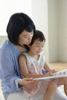 Mother and child reading 2