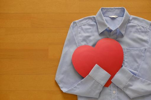 Blue shirt and red heart close-up I just feel, compassion, thank you image background material