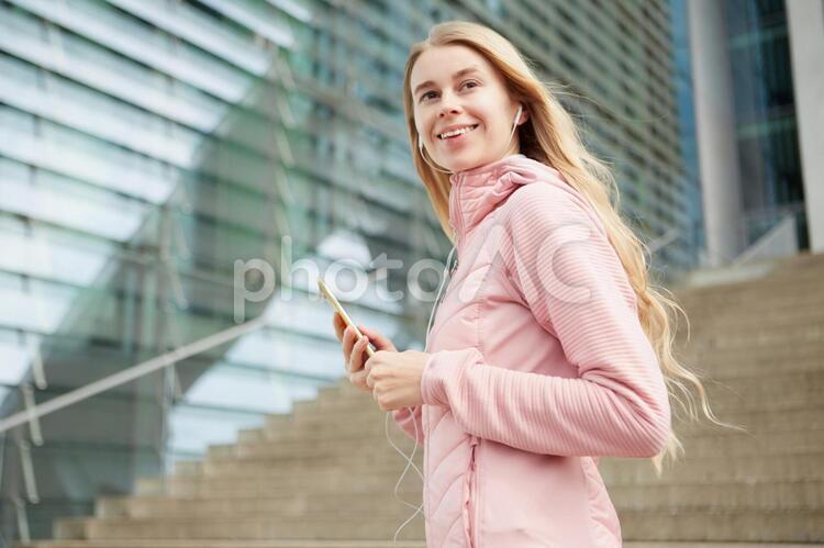 エクササイズする女性の写真