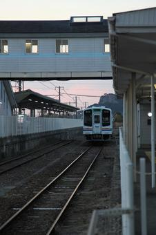 新所原车站和Tenhama线车辆1