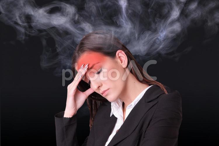 発熱する女性の写真