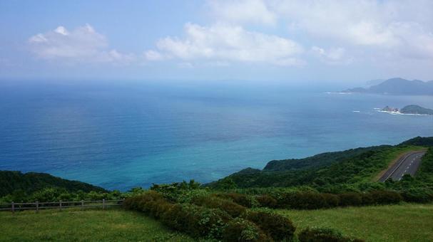 야마구치 현 나가토시 센 조우 지키에서 바라 보는 동해의 수평선과 푸른 하늘 02