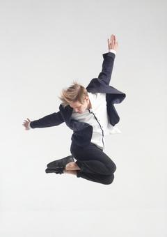 Male dancer who decides pose 8