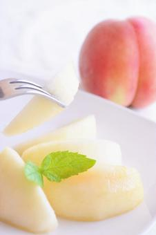 Cut fruit peaches (peaches and peaches) served on a white plate