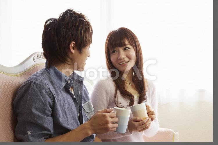 飲み物を飲むカップル4の写真