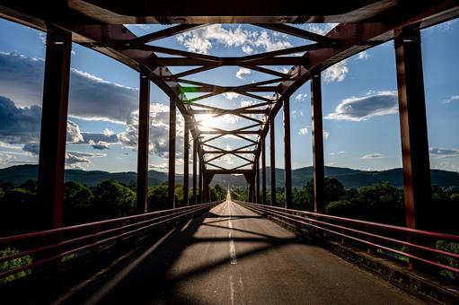 Light and Shadow Railway Bridge (Part 5) Search Word / 1pondo Creator Name / YUTO @ PHOTOGRAPHER