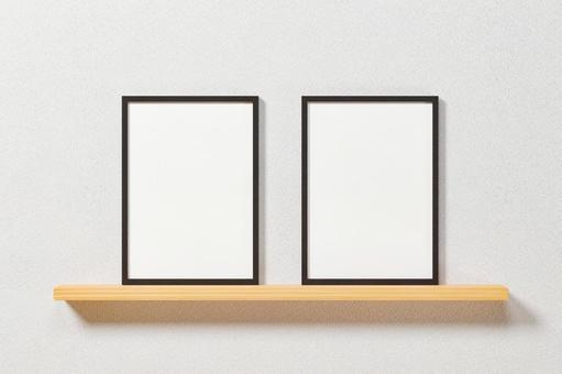白牆。兩個黑色垂直 A4 和 A3 尺寸相框。