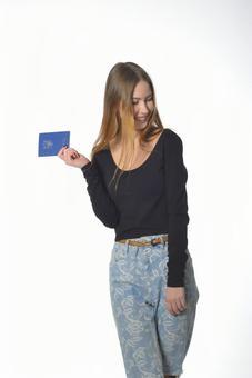 여권을 가진 여자 4