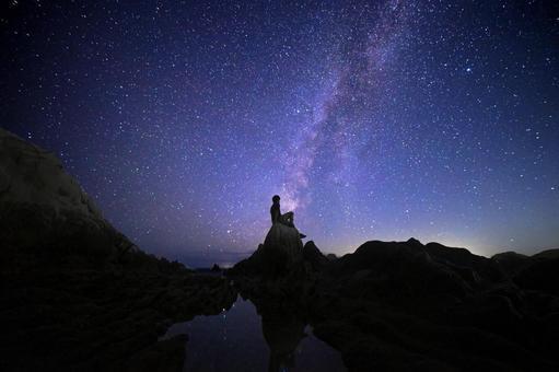 시라하마의 병풍 바위의 밤하늘