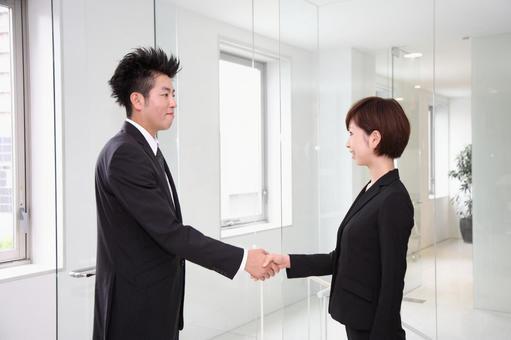 公司員工6握手