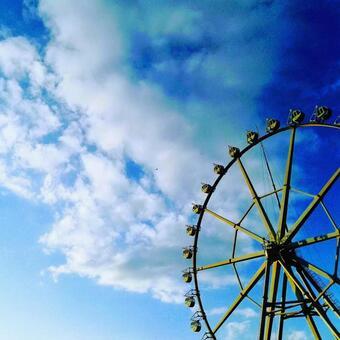 Ferris wheel and sky
