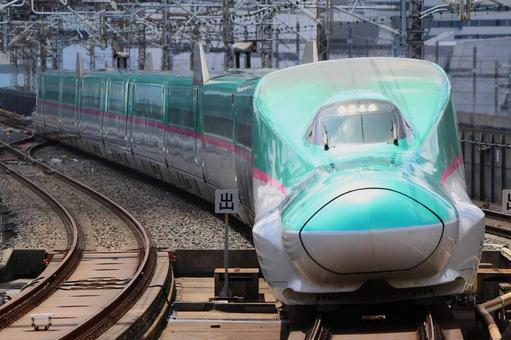 Shinkansen E5 series