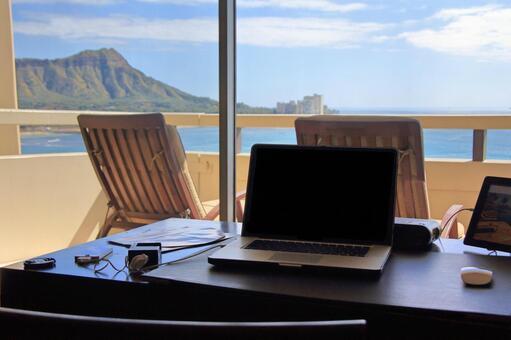 Desk work while looking for Waikiki
