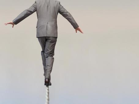 Businessmen 【Men carrying risks 3】