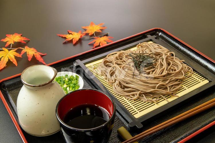 ざる蕎麦 秋イメージの写真