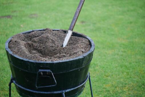 Sand for the soil when the golf course is duffed