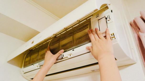 Image of cleaning the air conditioner