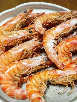 Grilled prawns with salt