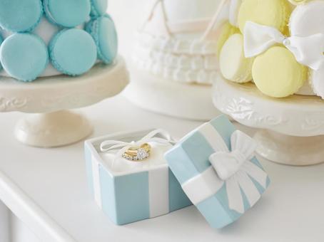 Macaron Tower and Porcelain Petit Gift (Ring)