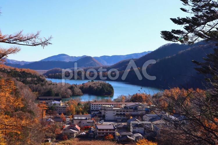 日光湯ノ湖の紅葉の写真