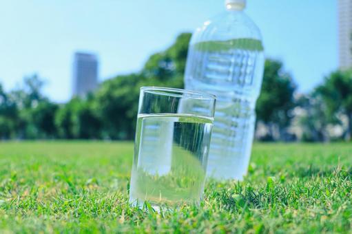 水和塑料瓶的水合作用