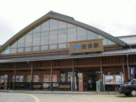 Yasushi Station Building