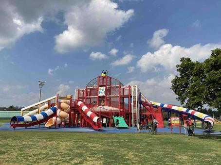 오키나와 현 종합 운동 공원의 거대한 놀이기구