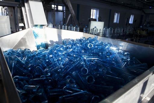 Empty bottle 1 for large quantity of PET bottle 1