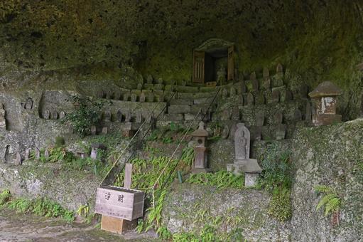 "Fukou-ji Temple ""Stone Buddha statue in the cave"""