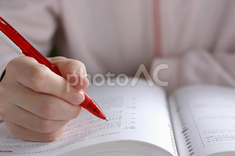 勉強する人1修正版の写真