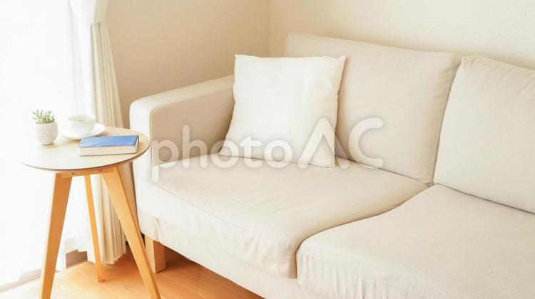 部屋 読書 コーヒー リラックスタイム(ひき)の写真